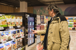 Supermercato 2.0: scaffali touchscreen